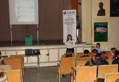 AIMR continua seminariile de informare in licee